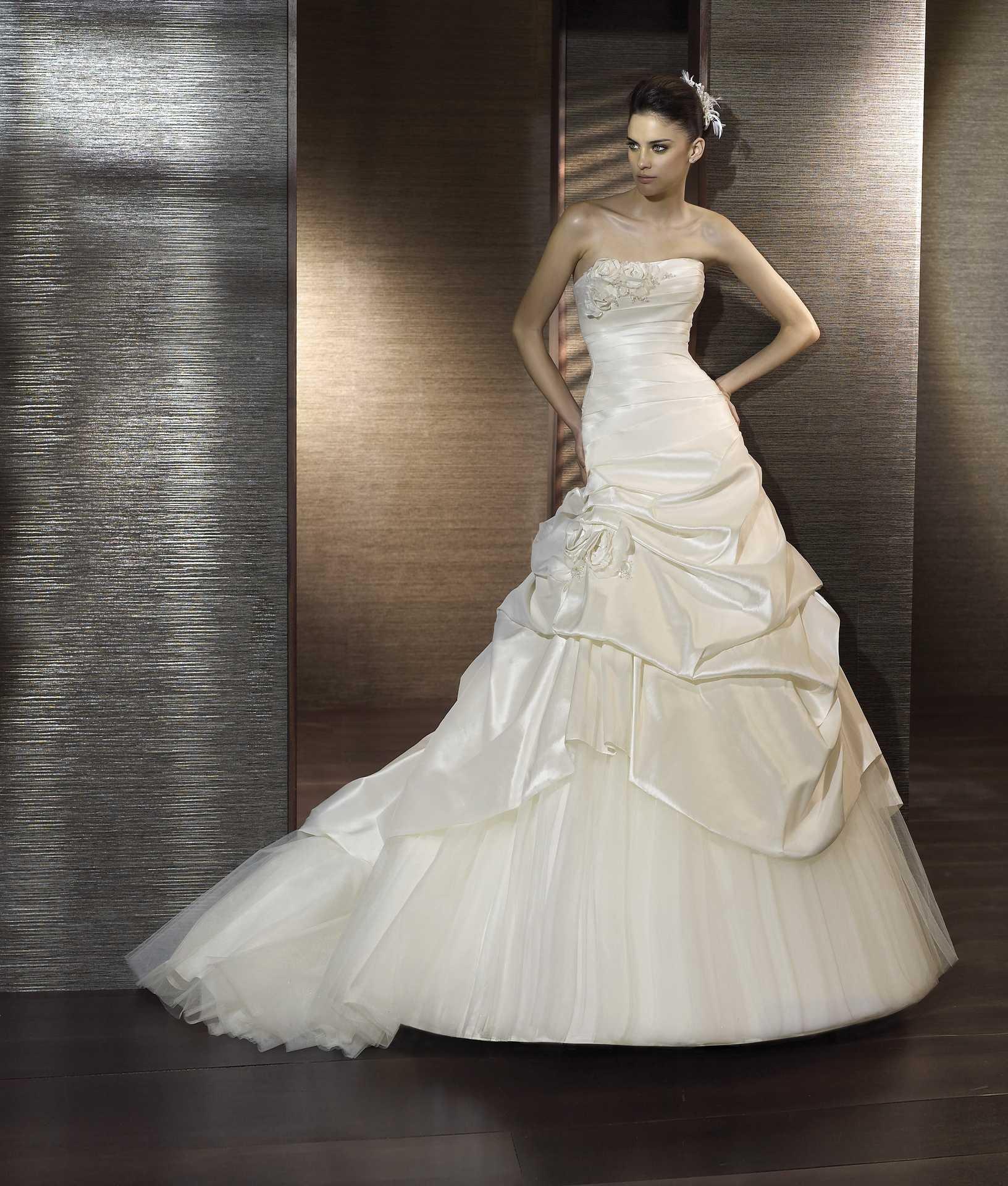 fb4d1121af1 Свадебные платья по средней цене