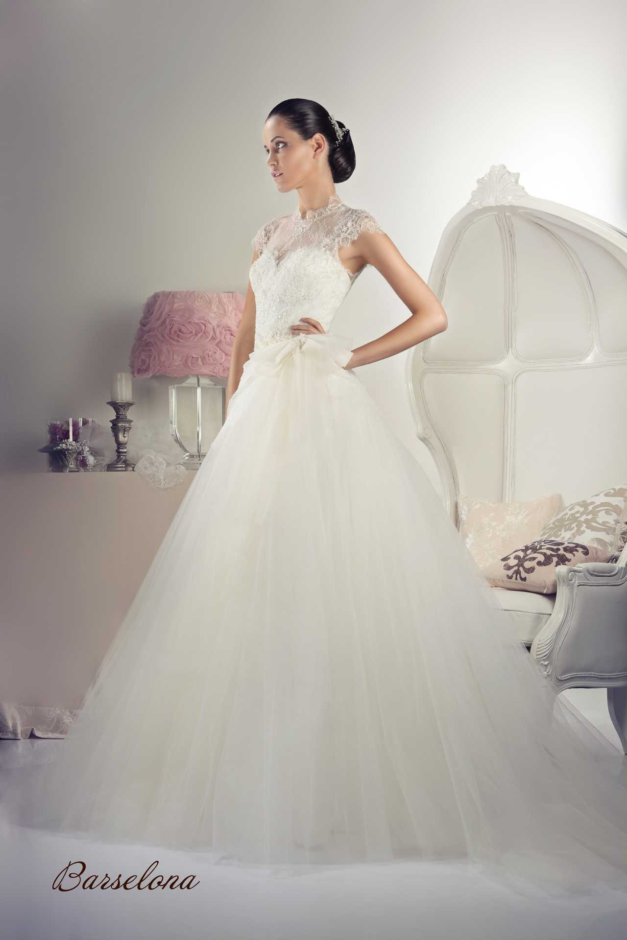 1d4f3efb340 Закрытые свадебные платья