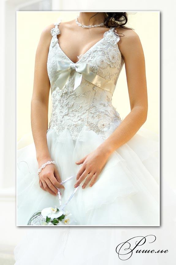 Свадебное платье ришелье со шлейфом